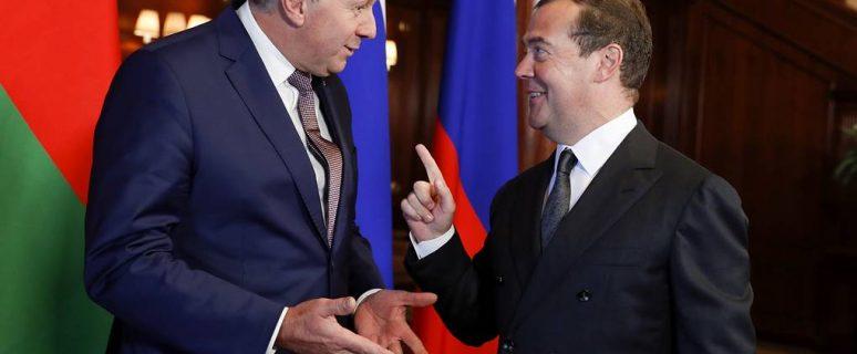 """MOSCOW REGION, RUSSIA - SEPTEMBER 6, 2019: Belarus' Prime Minister Sergei Rumas (L) and Russia's Prime Minsiter Dmitry Medvedev during a meeting at Gorki residence. Dmitry Astakhov/POOL/TASS  Ðîññèÿ. Ìîñêîâñêàÿ îáëàñòü. Ïðåìüåð-ìèíèñòð Áåëîðóññèè Ñåðãåé Ðóìàñ è ïðåìüåð-ìèíèñòð ÐÔ Äìèòðèé Ìåäâåäåâ (ñëåâà íàïðàâî) âî âðåìÿ âñòðå÷è â ðåçèäåíöèè """"Ãîðêè"""". Äìèòðèé Àñòàõîâ/POOL/ÒÀÑÑ"""
