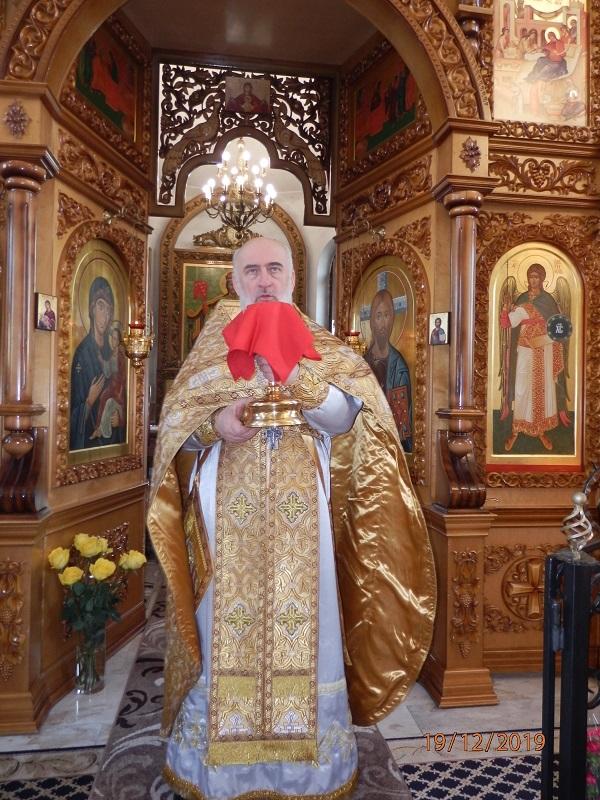 Раздача святой воды в храме св. Николая Чудотворца - Слуцк Деловой