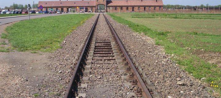 rail_leading_to_auschwitz_ii_birkenau-2000x1125