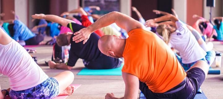 yoga_fitnes_zanyatiya_sport_fizkultura_gruppovaya_trenirovka