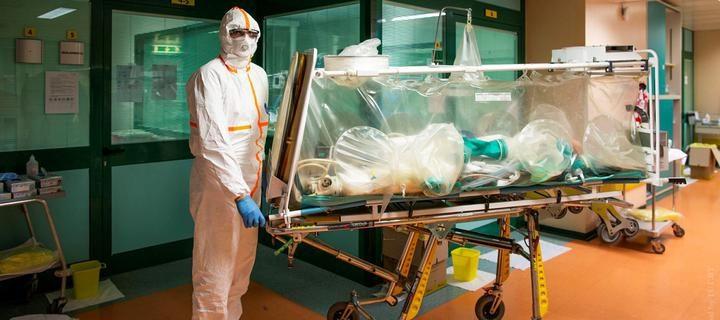 medik_maska_koronavirus_italiya_pandemiya_4