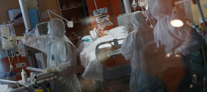 medik_maska_koronavirus_italiya_pandemiya_7
