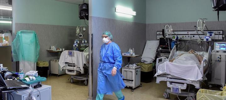 medik_maska_koronavirus_italiya_pandemiya_9