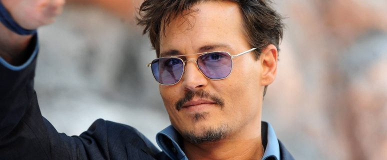 2020Men___Male_Celebrity_Actor_Johnny_Depp_in_an_expensive_suit_147566_