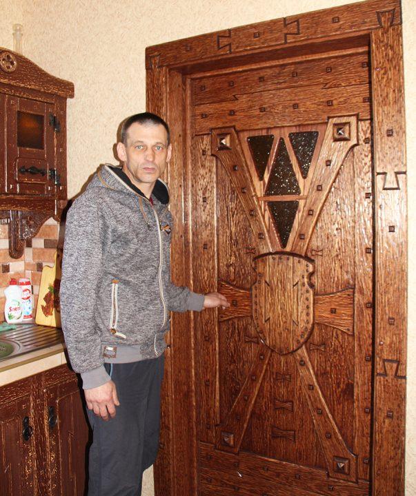 na-kuxne-vozle-dverej
